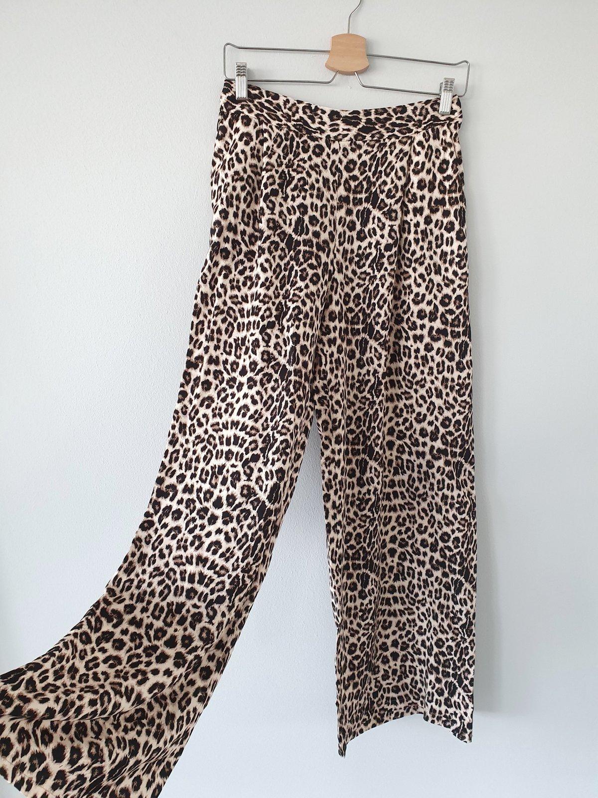 lange Hose Moves like Jaguar