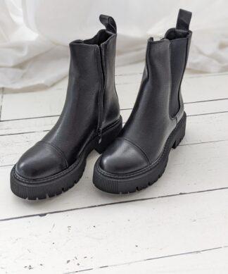 Boots Krakau – black